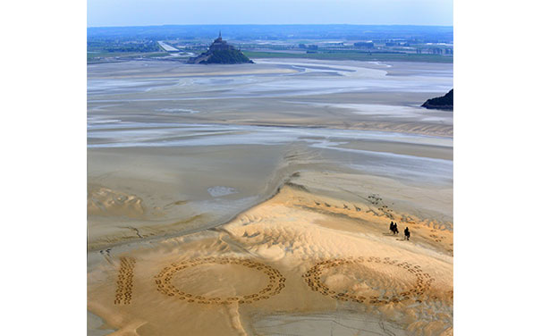 Giant hoof prints on Normandy beach mark 100 Days To Go to World Equestrian Games 2014