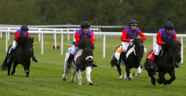 Riders-get-underway-in-the-Royal-Shetland-Race